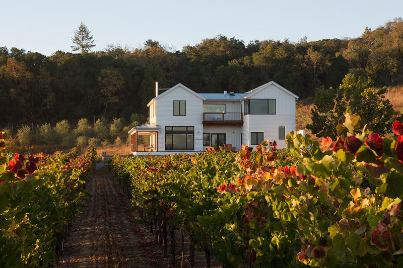 Architect Amy A. Alper, has recently completed a contemporary renovation and second story addition for a farmhouse inCalifornia, for atech executive who traded in the startup lifestyle for grape growing. #ContemporaryFarmhouse #ModernFarmhouse