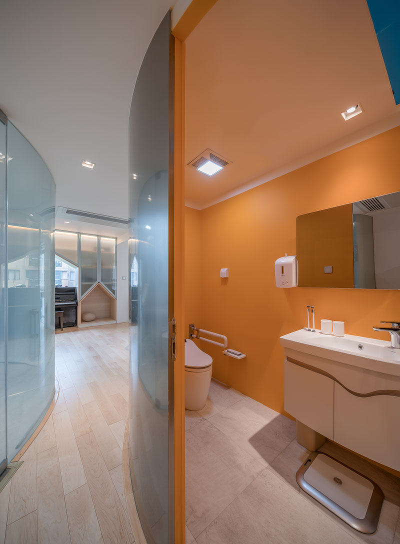 The walls of this modern bathroom are transparent, however they transform to being opaque when the bathroom is in use. #BathroomDesign #BathroomInterior