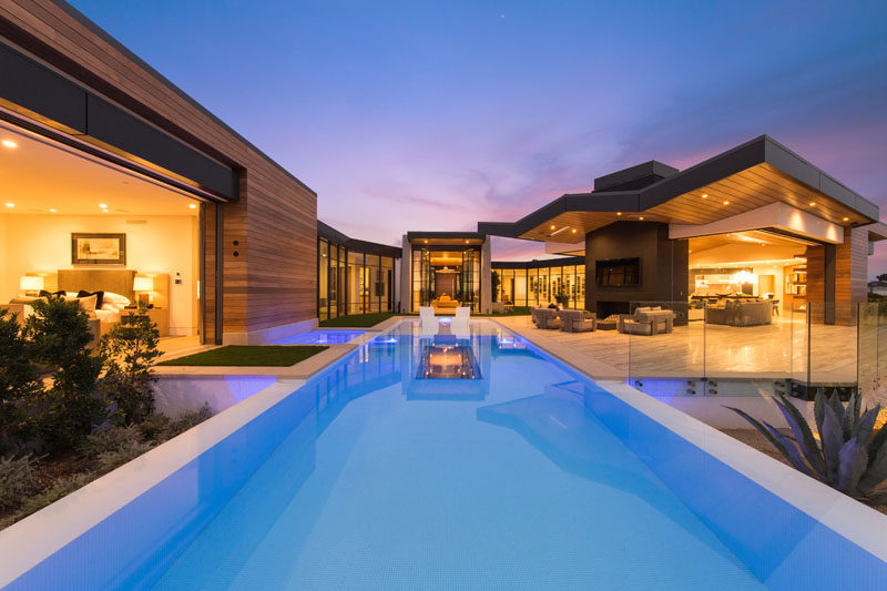 Brandon Architects have recently completed a new modern house in the Cameo Shores neighborhood of Corona Del Mar, California. #ModernHouse #SwimmingPool