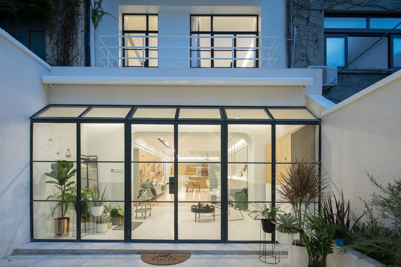 Design firm RIGI have recently completed the renovation of a building and transformed it into a bright and modern residence in Shanghai, China. #ModernHouse #HouseDesign