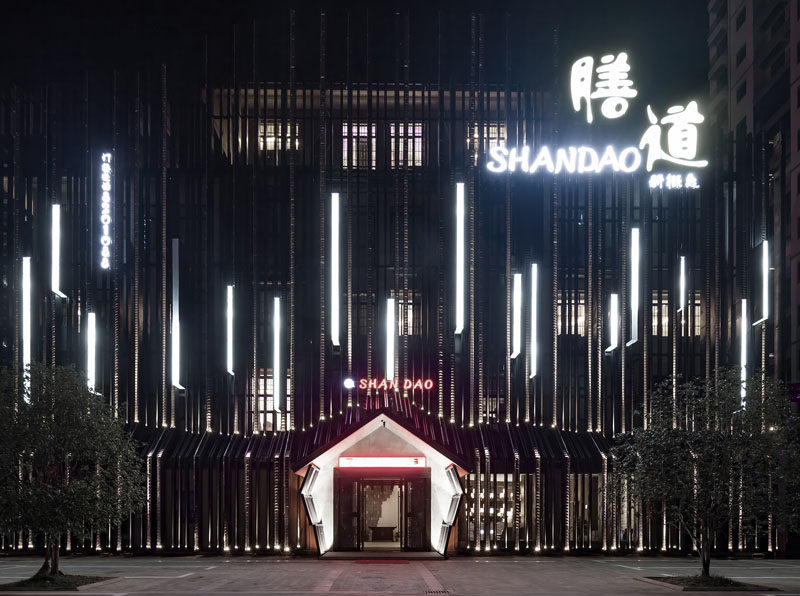 Yiduan Shanghai International Design have recently completed the New Shandao Restaurant in Fuzhou, China, that's located within a renovated office building. #Restaurant #RestaurantFacade