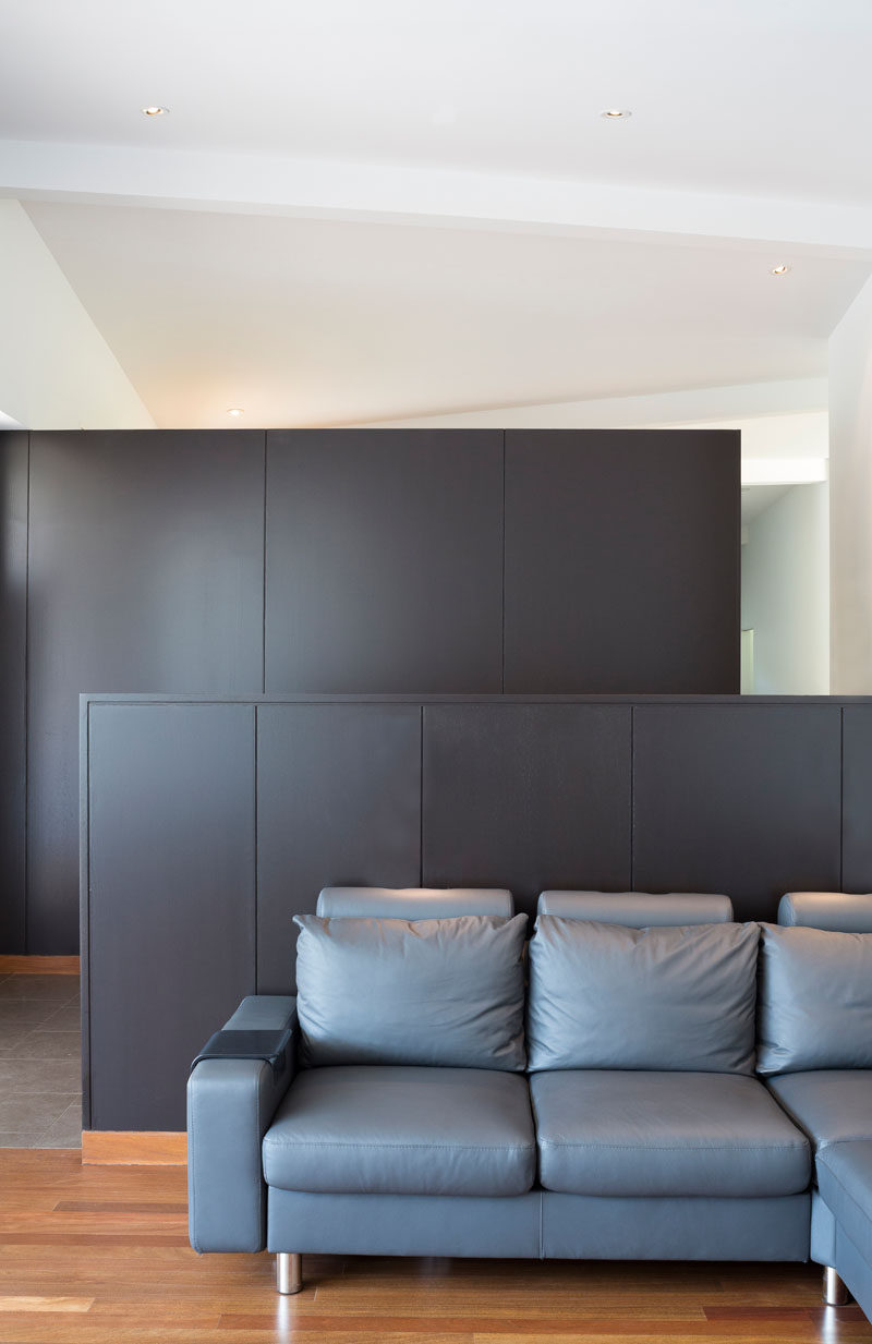 This minimally furnished living room with a pony wall that separates the living space from the kitchen. #LivingRoom #PonyWall