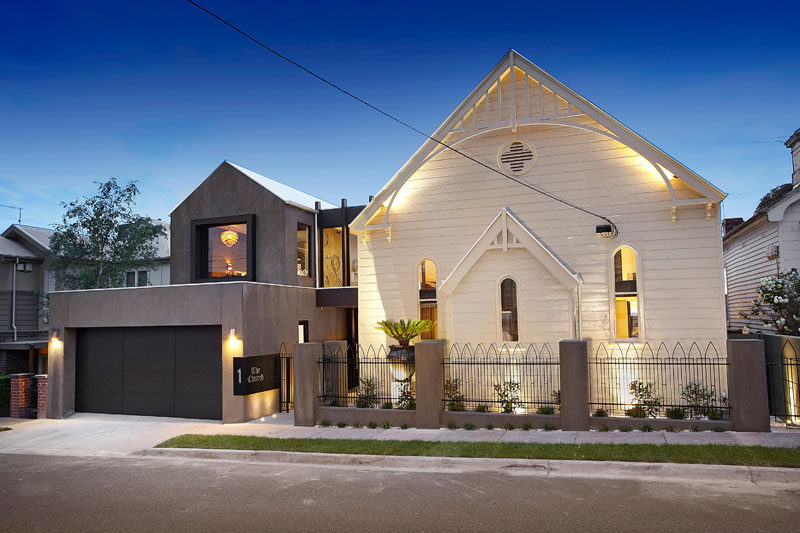 Bagnato Architects have transformed a 1892 timber church and turned it into a modern and spacious home in a suburb of Melbourne, Australia. #ChurchConversion #ModernHouse