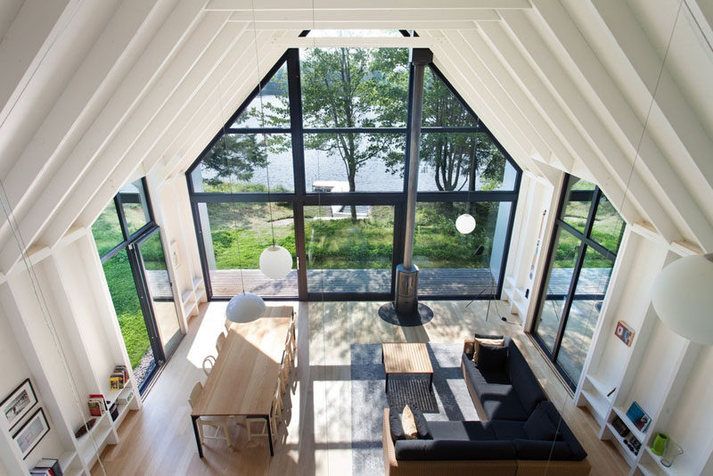 This modern vacation house has a wall of windows that allow natural light in and views of the lake. #Windows #VacationCottage