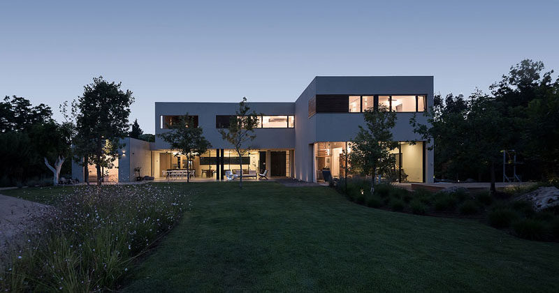 Neuman Hayner Architects have designed a new modern house for a family in Ein Ayala, Israel. #Architecture #ModernHouse