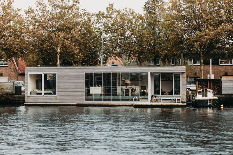 vanOmmeren-architecten have designed 'Haarlem Shuffle', a modern floating villa that's located on a river near the historic city centre of Haarlem in The Netherlands. #ModernHouseboat #Floathome #Architecture
