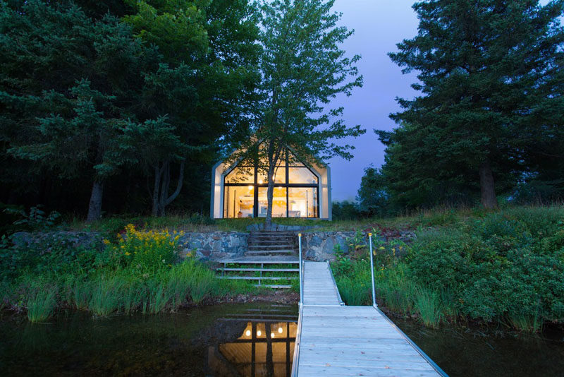 Architecture firm YH2 have designed a new vacation house that sits on the shores ofLac Plaisant in Quebec, Canada. #LakeHouse #ModernHouse #Architecture