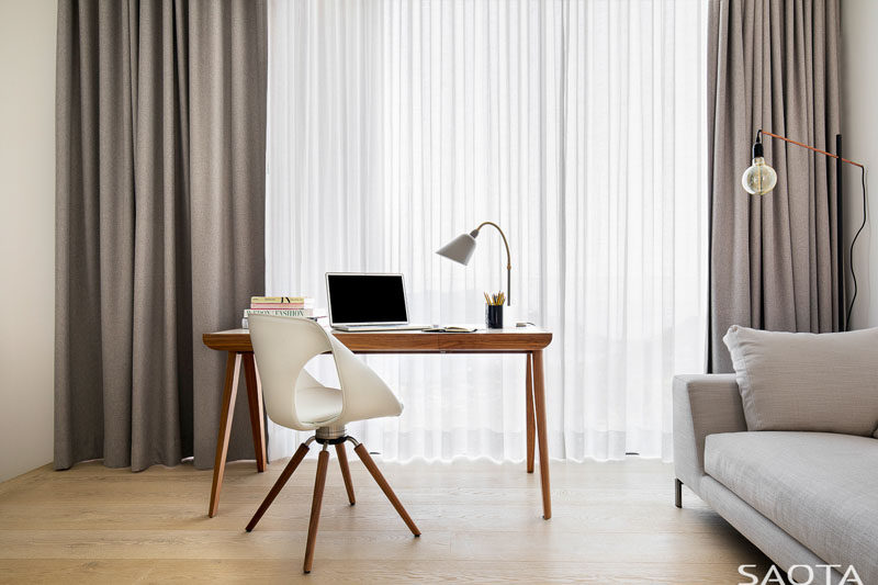 In this home office, furnishings have been kept minimal with a simple wood desk and a comfortable couch. #ModernHomeOffice #HomeOffice
