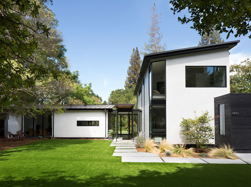 Feldman Architecture have recently completed a new house in Palo Alto, California, for their clients,a pair of Silicon Valley serial entrepreneurs and their three sons. #ModernHouse #HouseDesign #Architecture