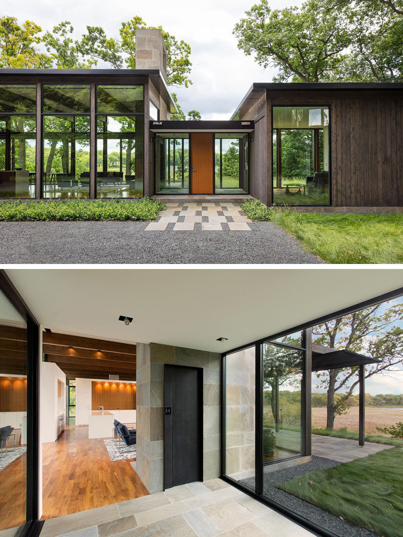 This modern single-level house has three wood clad wings that are connected by glass entry links. #ModernHouse #Entryway #Frontdoor
