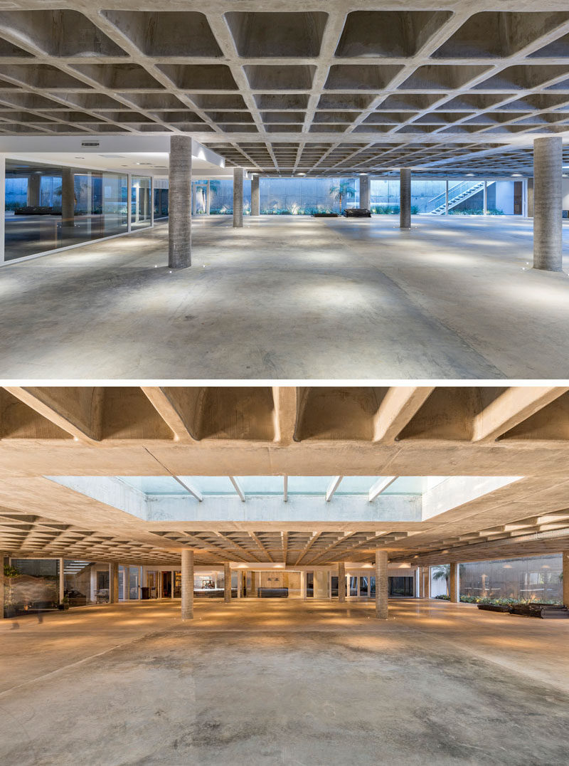 This modern house has an underground level with has technical rooms, a wine cellar, a tool shed, staff rooms and parking for 40 cars, that's used as a small museum for the owner's antique car collection.#UndergroundParking #ModernHouse #Architecture