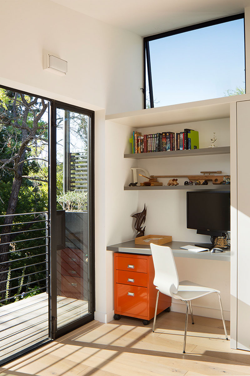 This kids room has a homework station built into a small nook between the balcony and the wardrobe. #HomeworkStation #Desk