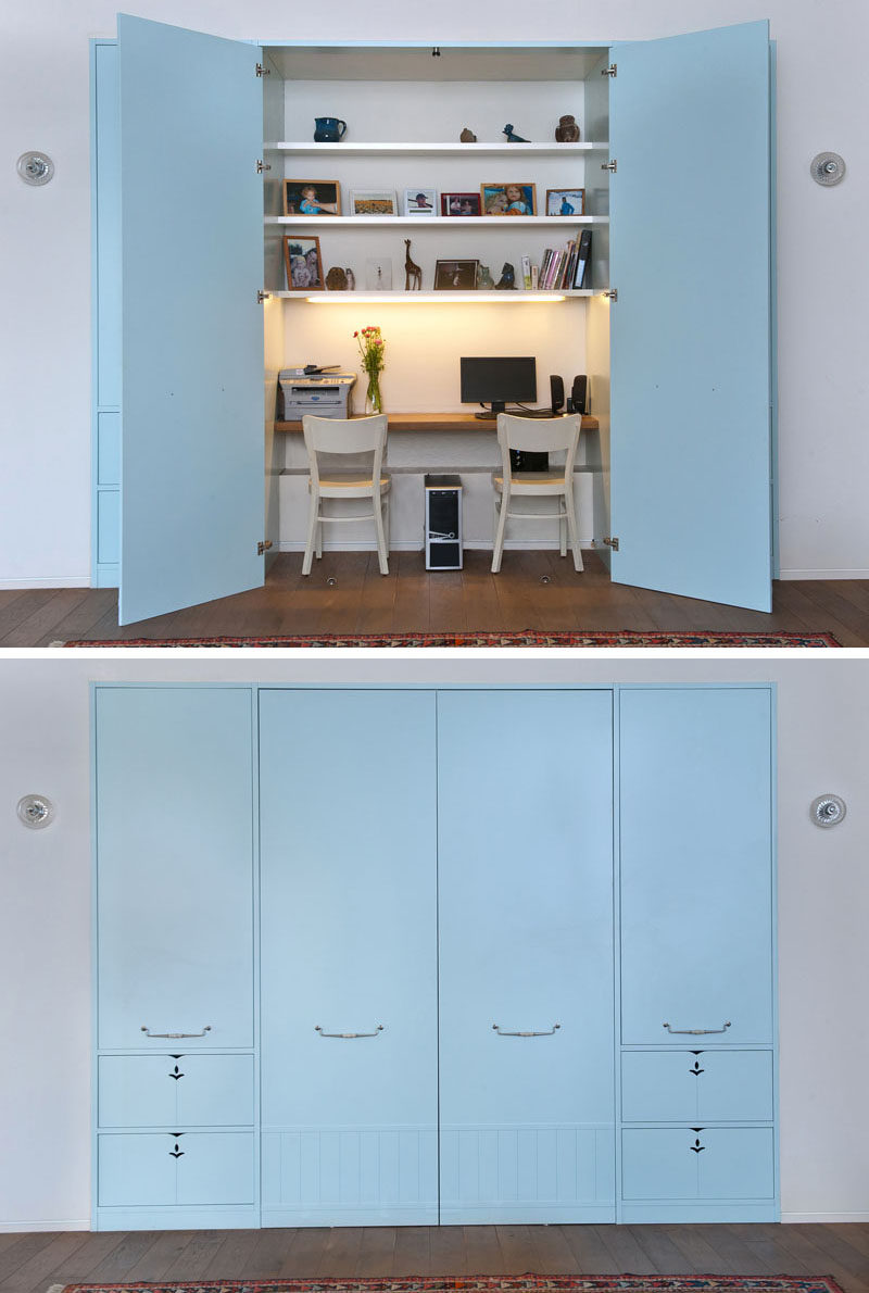 This modern house has a hidden home office in the built-in closets behind in the living room. #HomeOffice #ClosetOffice #HiddenOffice #HomeworkStation