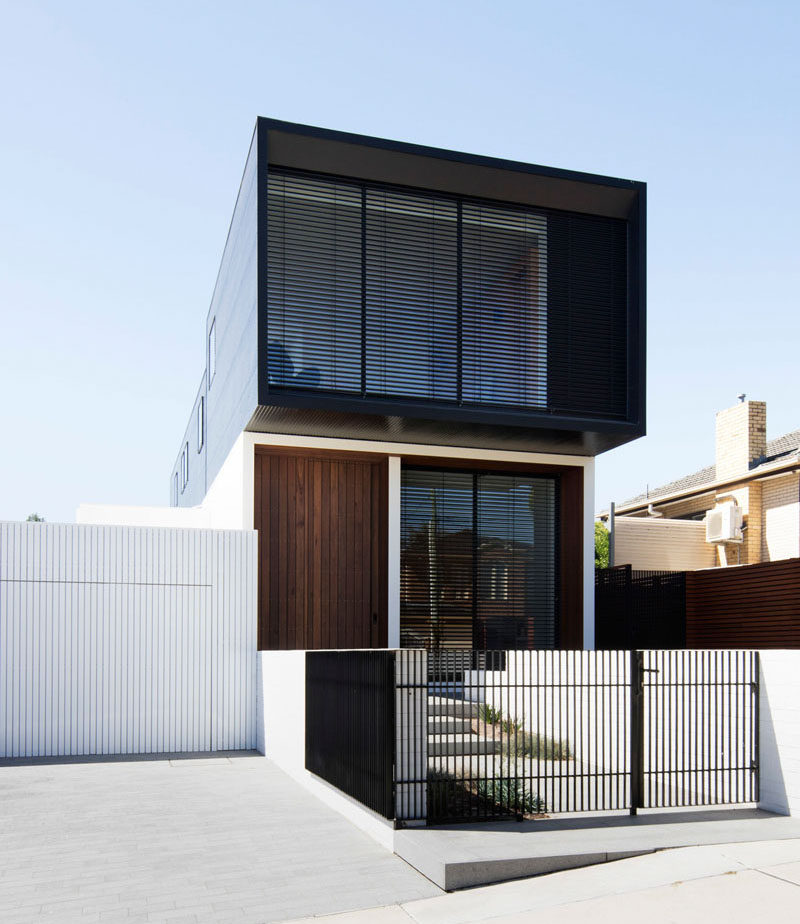 MODO Architecture have designed a new house in a suburb of Melbourne, Australia, for their clients who wanted a home that would feelopen, be light filled, have natural elements and be connected to the garden. #ModernHouse #ModernArchitecture