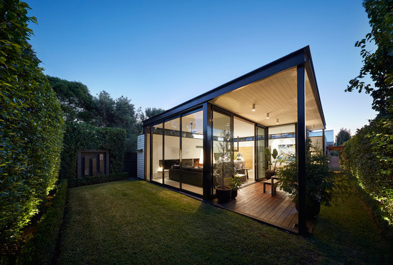 Finnis Architects with Damon Hills, have recently completed 'The Light Box', a modern extension that has been added to a heritage Californian Bungalow in Melbourne, Australia. #ModernArchitecture #ModernHouseExtension #Extension