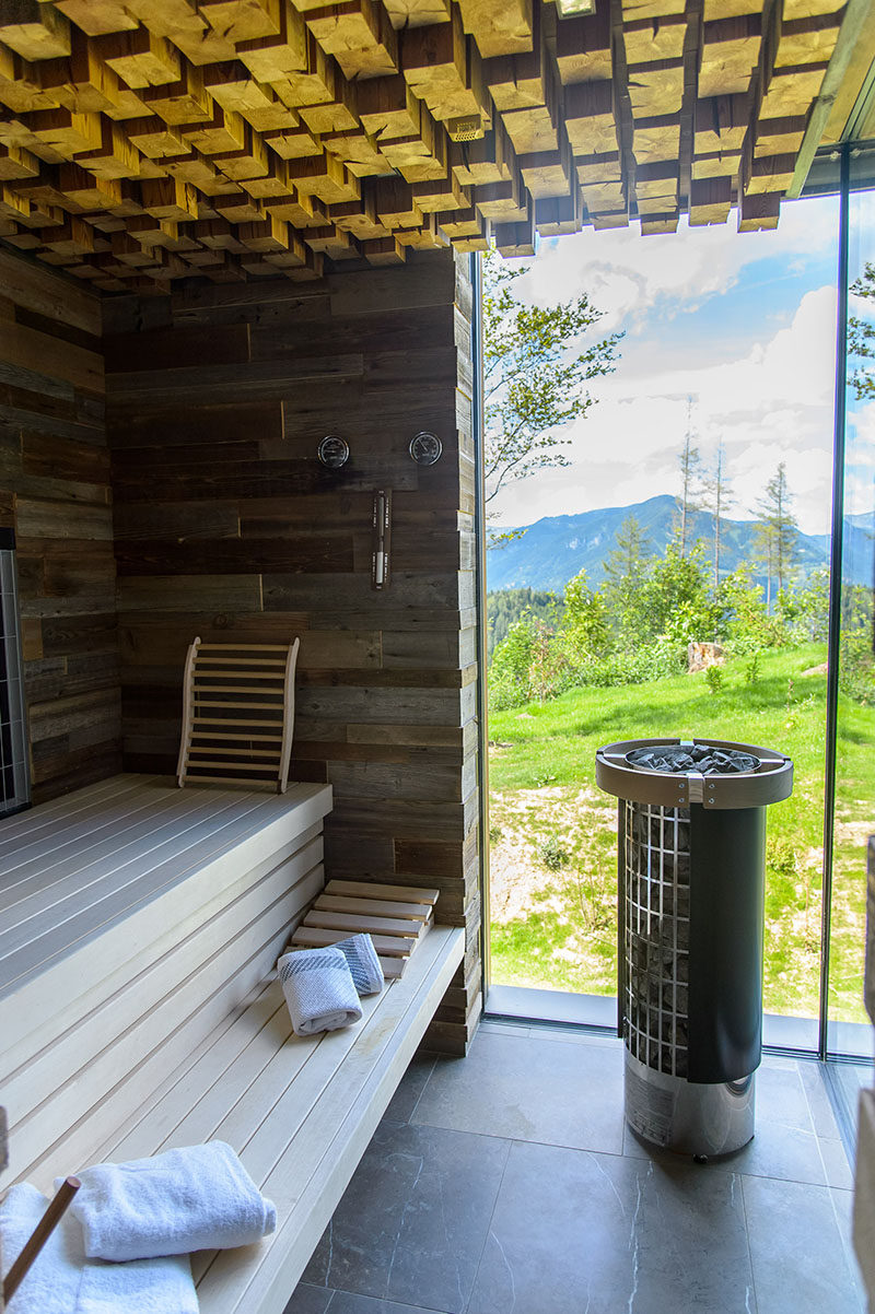 This rustic modern chalet has a sauna with a wood block ceiling and large windows, for ultimate relaxation. #Sauna #Chalet #Windows