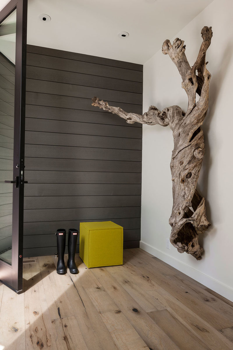 This modern entryway feature a stained cedar wall and reclaimed white oak engineered flooring. #StainedCedar #CedarAccentWall #WhiteOakFlooring #WoodFlooring