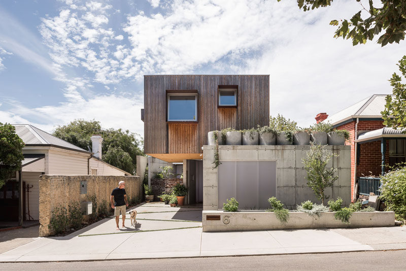 Architecture firmEHDO, have designed a modern home in Perth, Australia, for a semi-retired couple and occasionally their adult children. #Architecture #ModernHouse
