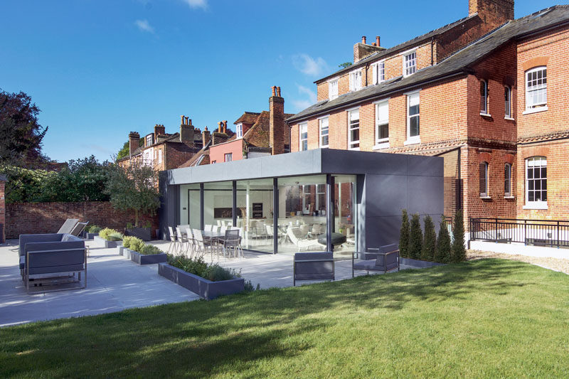 AR Design Studio have recently completed a private and modern extension for a Grade II listed Victorian red brick townhouse. #ModernExtension #Architecture