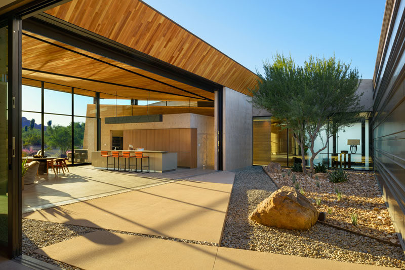 The interior spaces of this modern house are arranged around a central outdoor atrium, allowing the daylight and breeze to provide natural comfort inside. #Courtyard #InteriorCourtyard #Landscaping