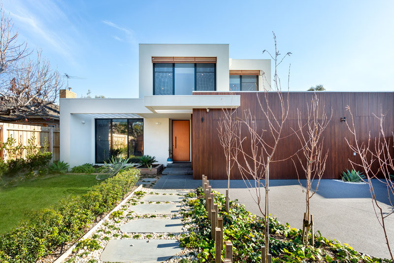 McGann Architects have designed a contemporary family home in Melbourne, Australia, for their clients who like to entertain. #Architecture #Australia #ModernHouse