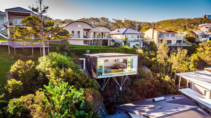 Matt Thitchener Architecthas designed 'The Studio', a multi-functional studio space located behind his client's house in the coastal suburb of North Avoca, Australia. #Architecture #BuildingDesign #Studio