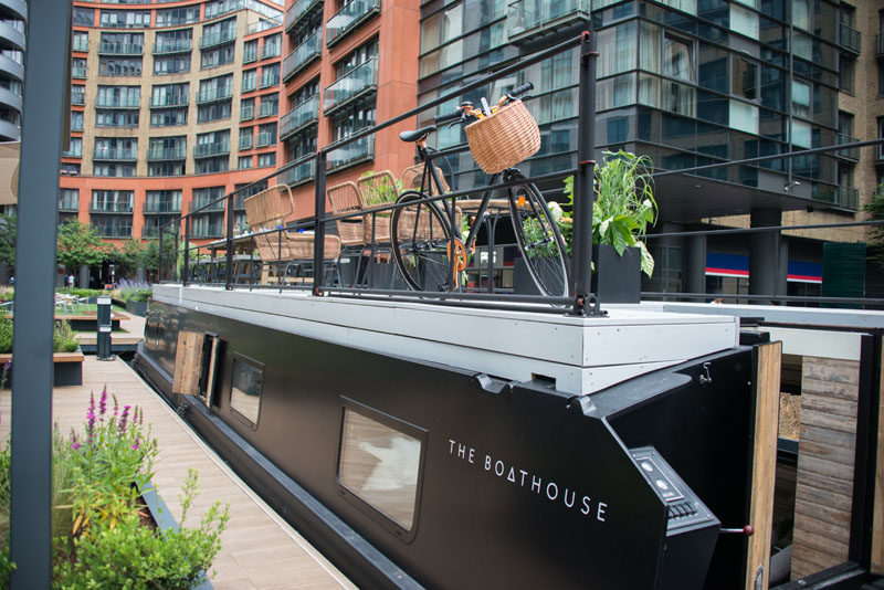 A modern boathouse with a Scandinavian-inspired interior has been designed for accommodation and small events. #ModernCanalBoat #ModernBoathouse #Boathouse