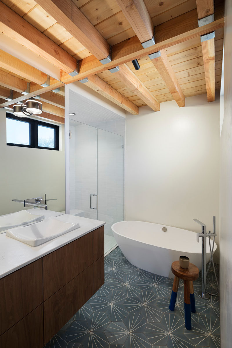 In this modern house, structural beams and supports can been seen in the ceilings. #Bathroom #ExposedCeiling