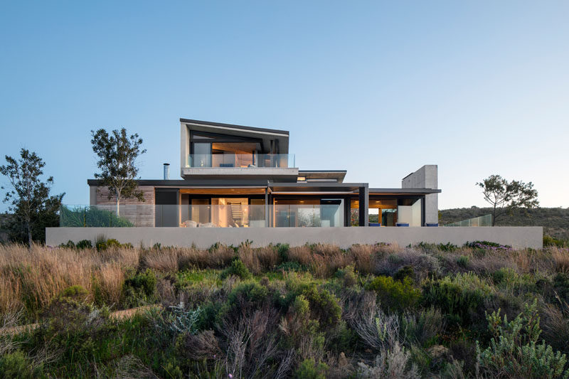 Interior design firm ARRCC in collaboration with architecture firm SAOTA, have recently completed the Benguela Cove residence, a new and modern holiday house in Overberg, South Africa. #Architecture #ModernHouse