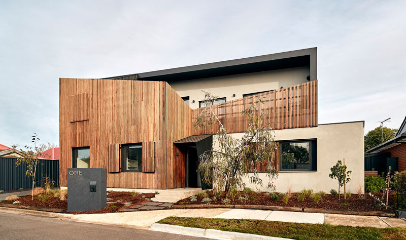 STAR Architecture have recently completed a new modern house in Melbourne, Australia, that has a timber screen on the facade to soften the solid rendered walls behind. #Architecture #WoodScreen #ModernHouse