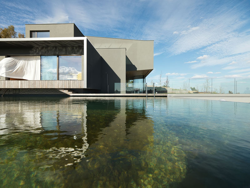 WILLL Architektur have designed a new modern house in Austria, that has a 93 mile panoramic view of the surrounding area and a natural swimming pool. #ModernArchitecture #ModernHouse #NaturalSwimmingPool