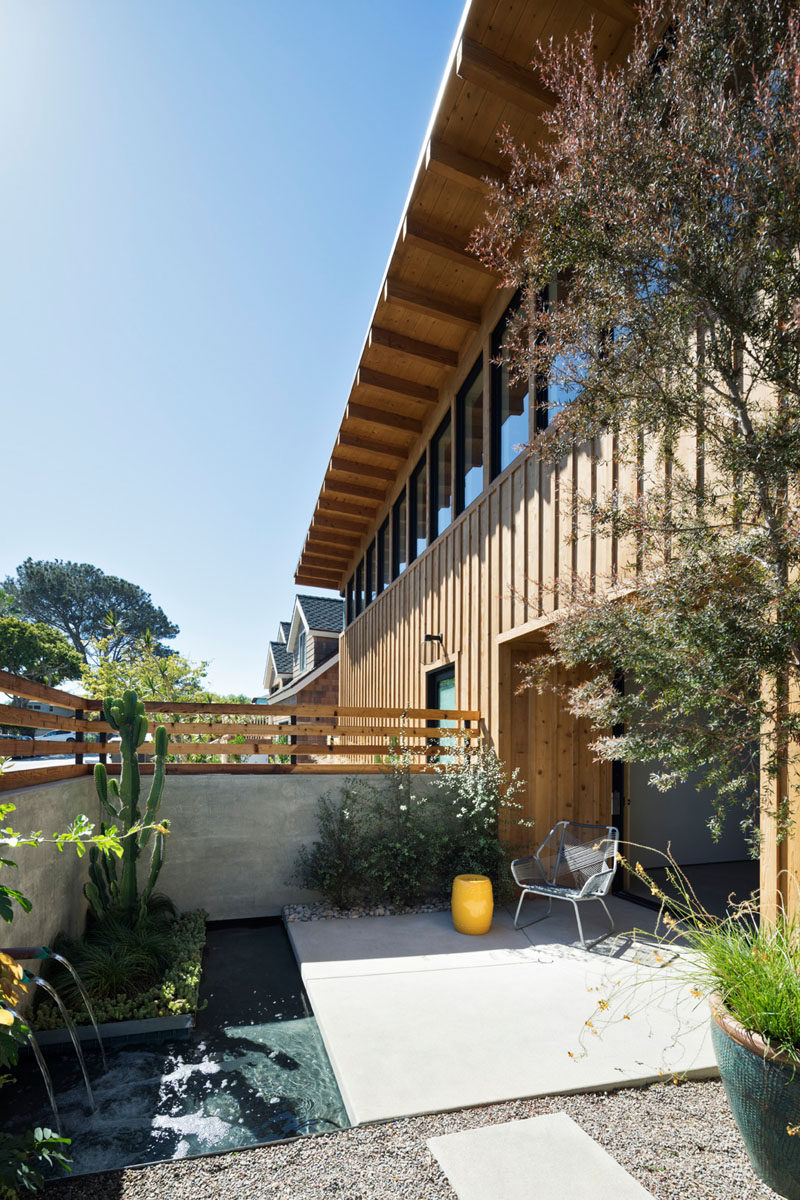 HLarge overhangs, exposed structural wood beams, and ribbon windows used in the design of this modern wood house, can be easily seen. #Modernhouse #Windows #Overhang #Architecture #Patio