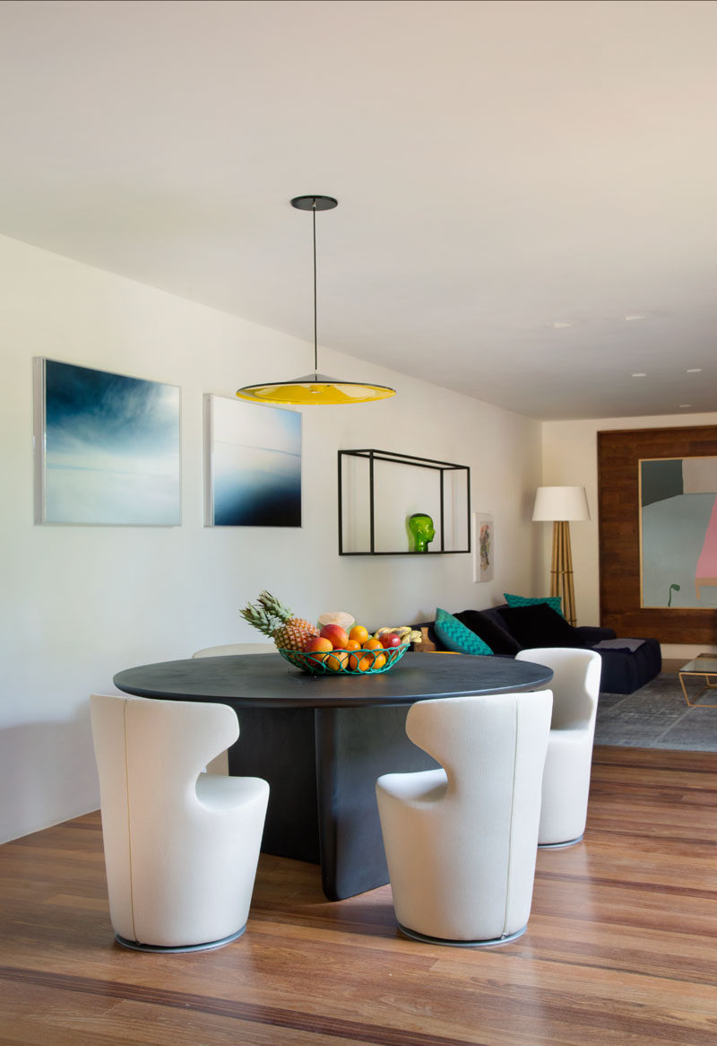 This small dining area with a round table is anchored by a simple pedant light. #RoundDiningTable #DiningTable