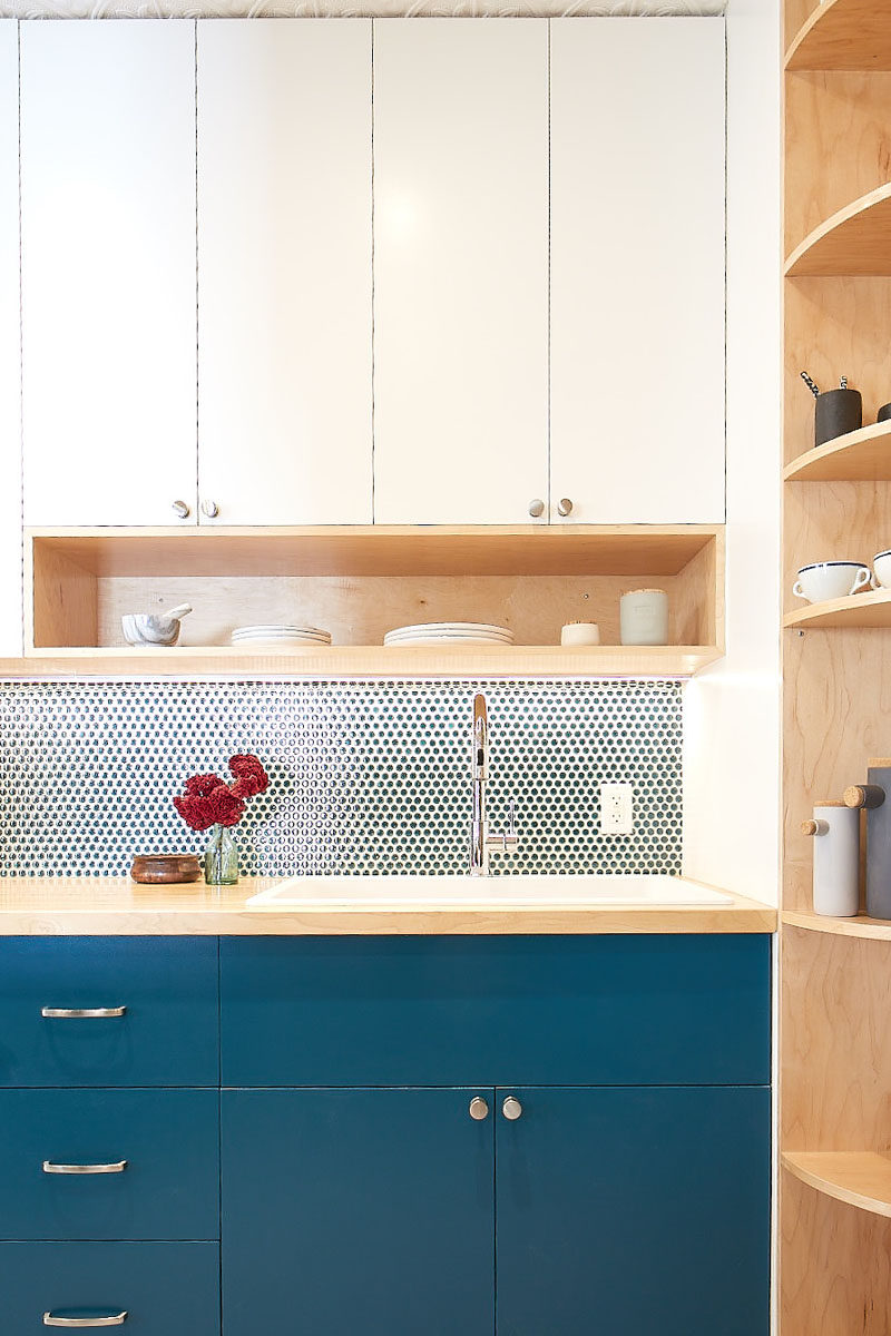 This small and modern kitchen has a tall curved corner shelf, and open shelves, to increase the storage the kitchen. #KitchenDesign #SmallKitchen #ModernKitchen #CornerShelf