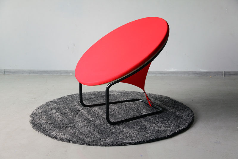 Lithuanian designer Gaudute Zilyte, has created REDDOT, a bright red modern and sculptural armchair. #Seating #Design #Furniture #ModernFurniture #FurnitureDesign #Armchair