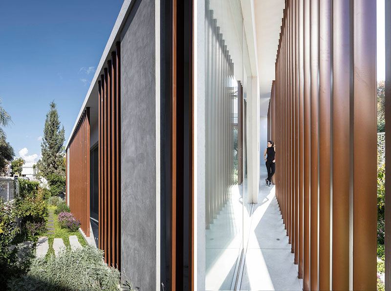 This modern house has iron louvres located along the western facade, offering privacy and creating different shade patterns on the walls inside. #Architecture #Louvers