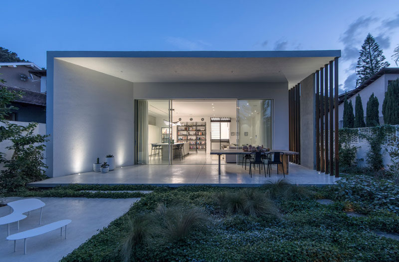 Architecture and design studio Tal Goldsmith Fish, have completed a new home inRamat Hasharon, Israel. #ModernHouse #ModernArchitecture