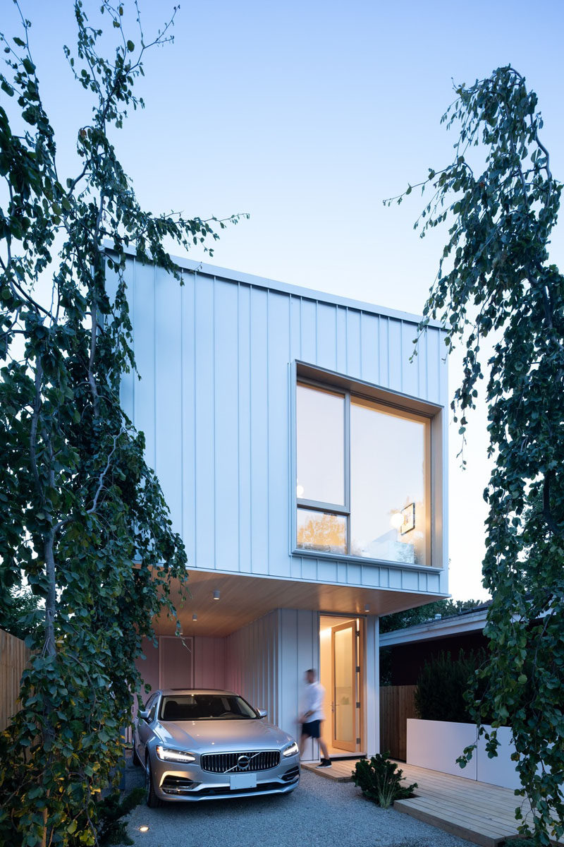 Enlisted by boutique builder Moosehead Contracting, Falken Reynolds Interiors and Randy Bens Architect designed a family home in Vancouver, Canada, to fit on a unique lot size that measures just 20 by 200 feet (6m x 60m). #ModernHouse #ModernArchitecture