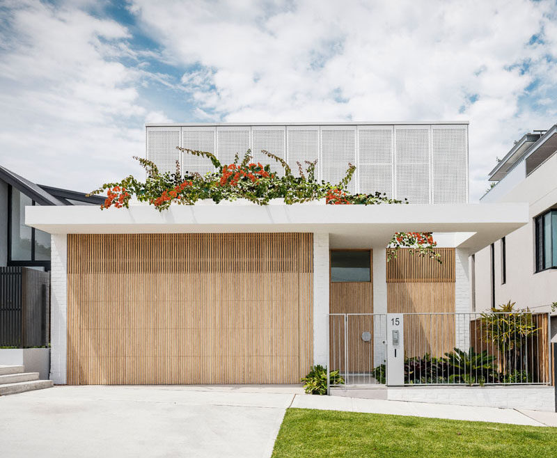 Madeleine Blanchfield Architects have designed a new and modern house for a young family in the dense beachside suburb of Coogee, Australia. #Architecture #ModernHouse