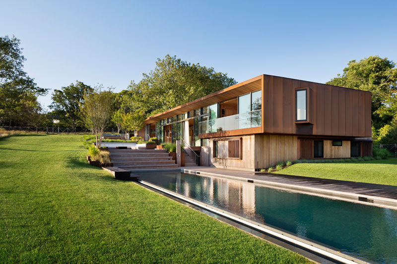 Mapos, have designed a modern home in the Hamptons, New York, for a longtime client who requested a multi-generational family retreat overlooking the Peconic Bay. #ModernArchitecture #ModernHouse #SwimmingPool