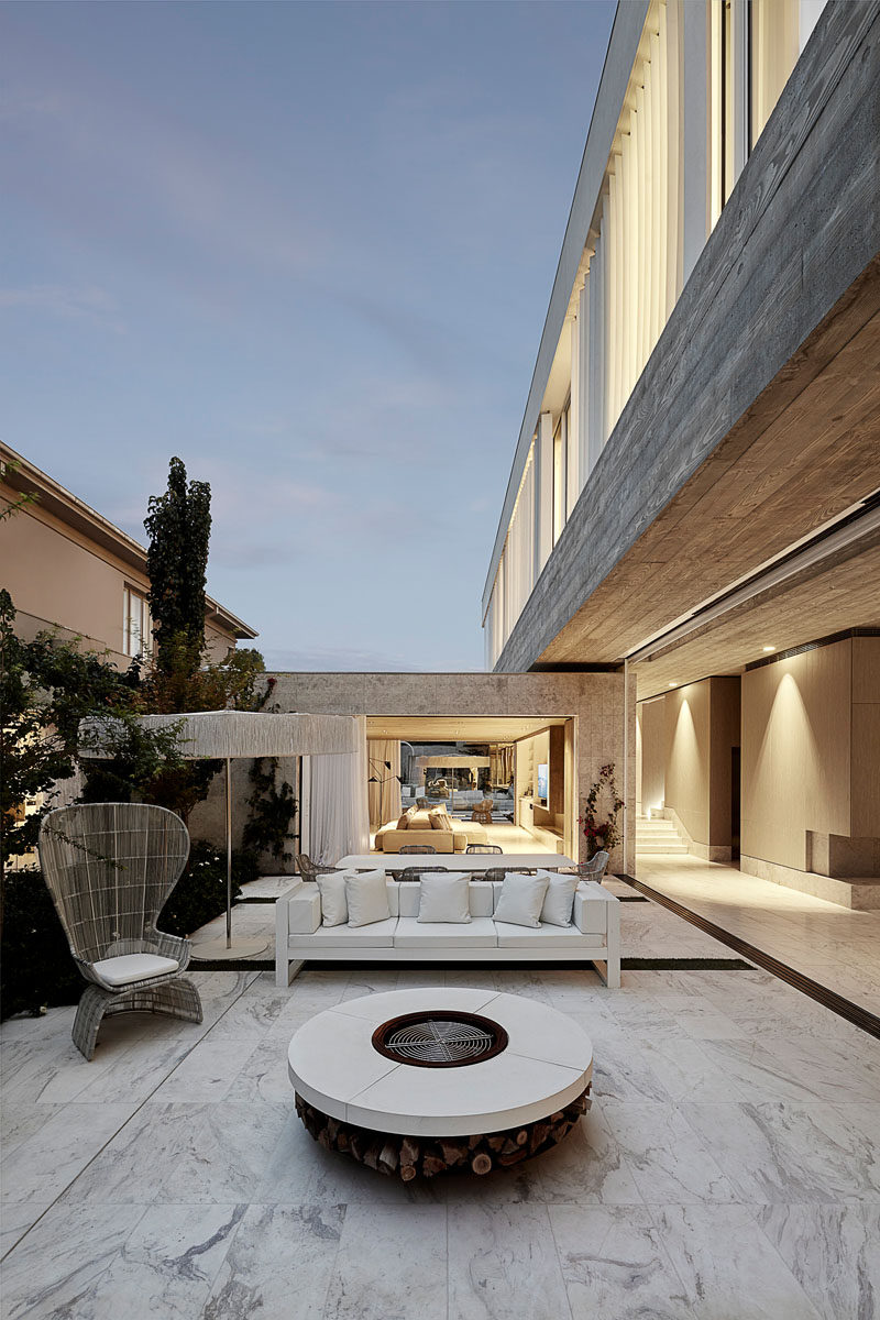 This modern house has an outdoor lounge area with a firepit. #OutdoorSpace #OutdoorEntertaining