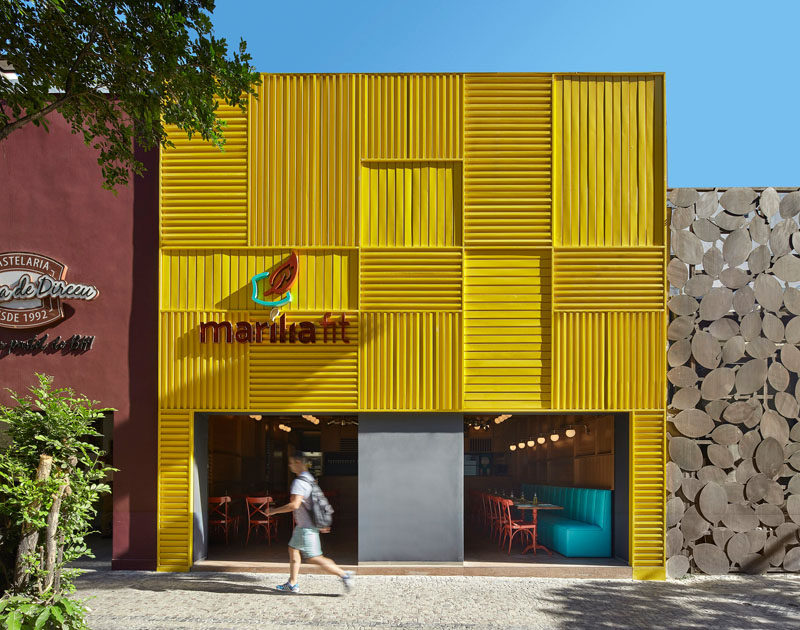 Architect and interior designer David Guerra has recently completedMarília Fit, a modern restaurant inBelo Horizonte, Brazil, that features a bright facade made from yellow aluminum. #RestaurantDesign #ModernRestaurant #RestaurantFacade