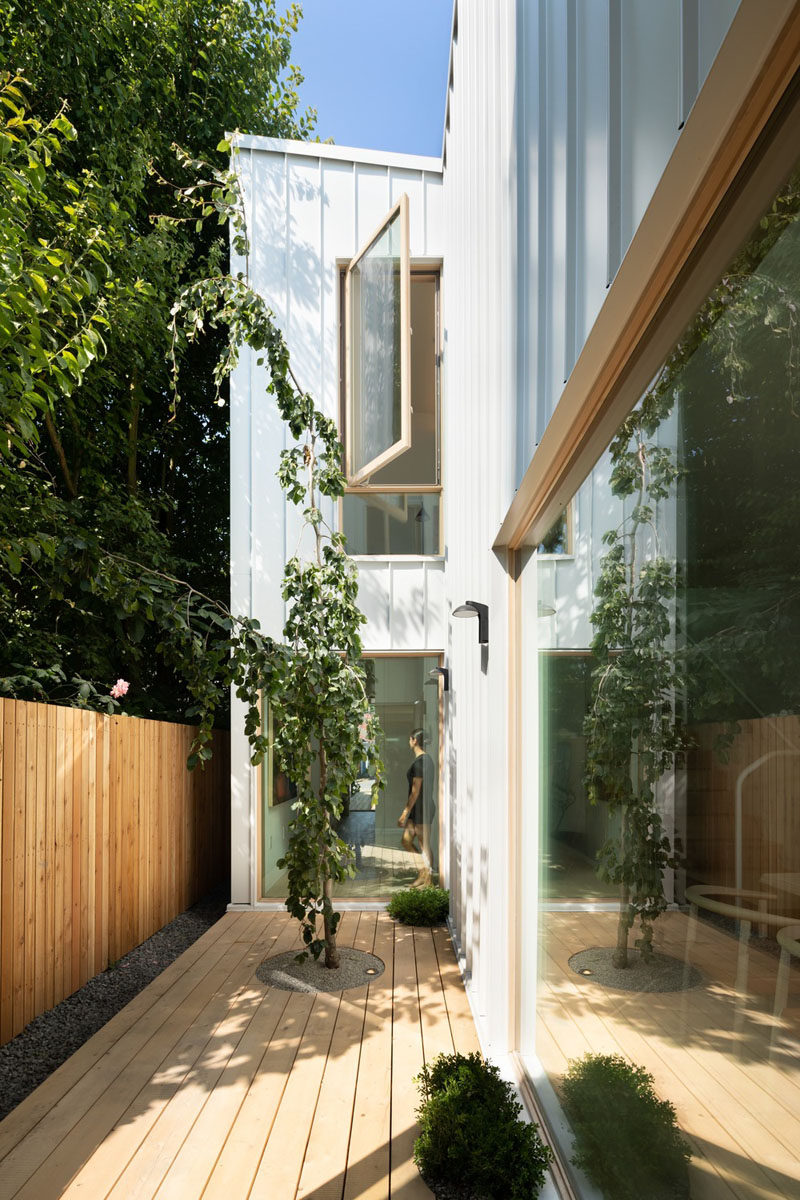 This courtyard was created to bring light into the center of this modern house, and acts as a quiet place to relax. #Courtyard