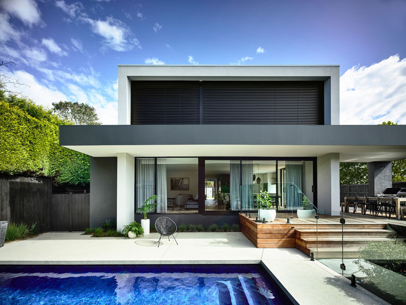 Australian firm InForm Design, have recently completed a new modern house in Black Rock, an affluent suburb of Melbourne. #ModernHouse #SwimmingPool #Deck #Backyard