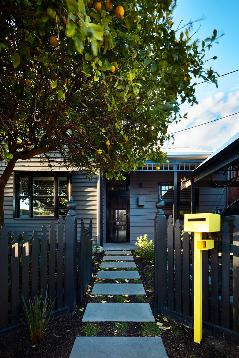 Australian architecture firmBryant Alsop, have completed a modern two-storey rear addition to an inner-city site in Melbourne, that houses a workers cottage. #WorkersCottage