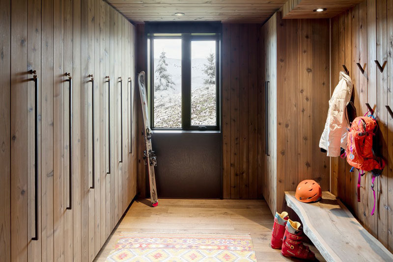 This modern mountain chalet features a dry/wet room with plenty of space for hanging coats and storing equipment. #InteriorDesign #DryRoom #WetRoom #Mudroom