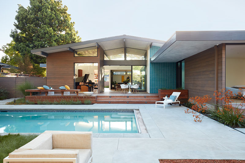 Klopf Architecture and Outer space Landscape Architects have recently completed an open and modern house in Los Altos, California. #Architecture #ModernHouse #SwimmingPool #Landscaping