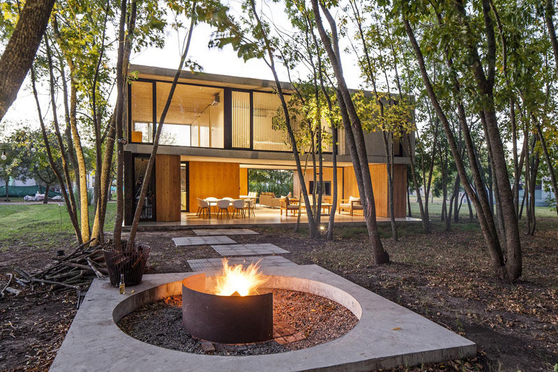 Estudio V2 Arquitectos have designed a modern family home in the closed neighborhood of City Bell, Argentina, that's surrounded by a forest. #ModernHouse #ModernArchitecture #HouseDesign
