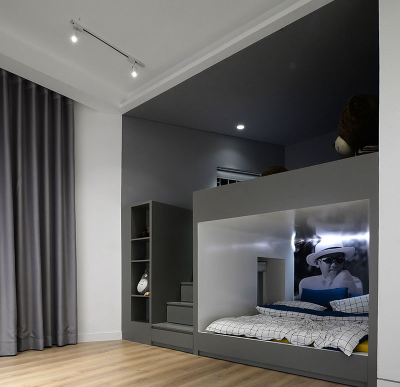Modern Bedroom Kids: Built-In Bunk Beds And Closets Make Space