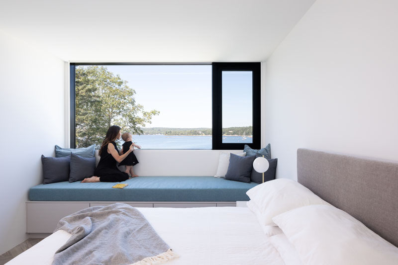 This modern bedroom has a a built-in window seat that runs wall-to-wall. #WindowSeat #ModernBedroom